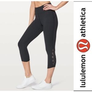 "Lululemon Tied To It Crop Leggings 21"" (Size 6)"